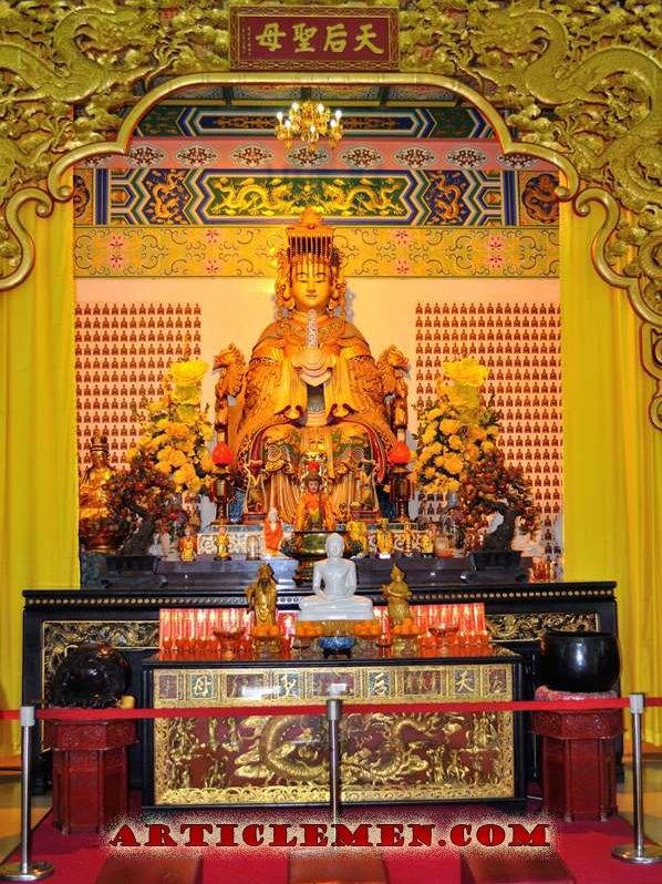 Буддийская богиня в храме Малайзии
