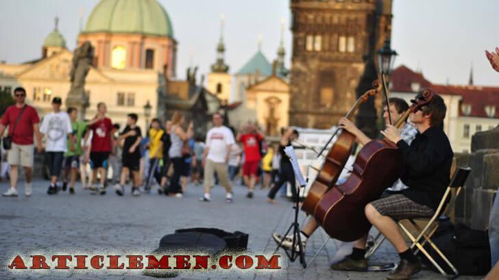 Уличные музыканты в старом городе, Прага