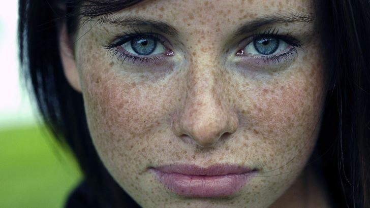 blue-eyed-girl-with-freckles-girl-hd-wallpaper-1920x1080-2433