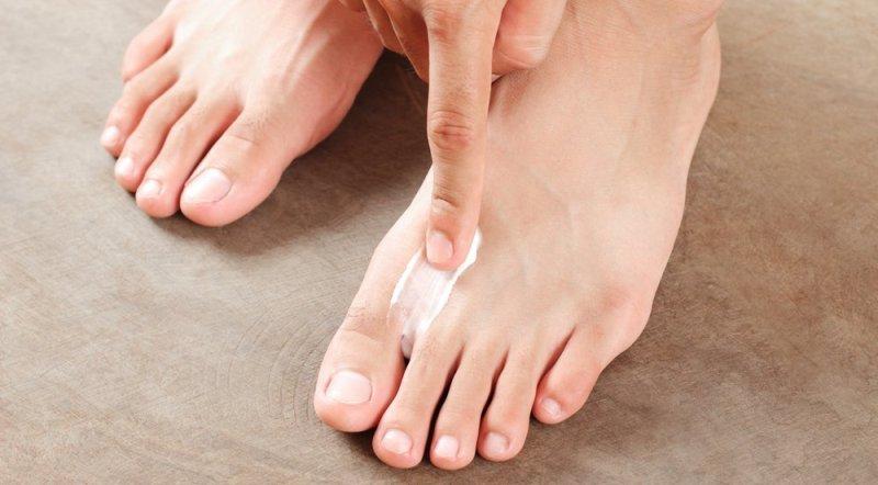 Опух палец: что делать, причины отека и способы лечения